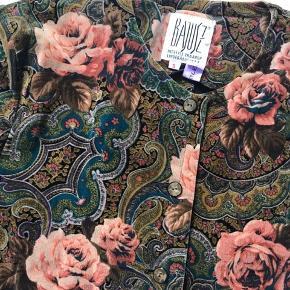 Rigtig fin vintage velour jakke. Ingen brugsspor, ny renset Brystvidde 100 cm længde 54 cm  Bytter ikke