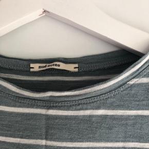 Nué notes stribet trøje. Trøjen er 4 år gammel, men stadig i rigtig fin stand. Nypris: 700.