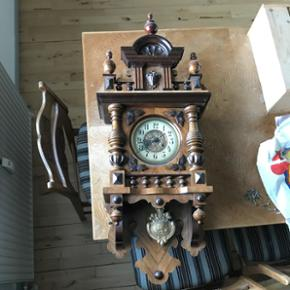 200 år gammelt ur  Fin stand  Kom med bud Kan afhentes i Vojens