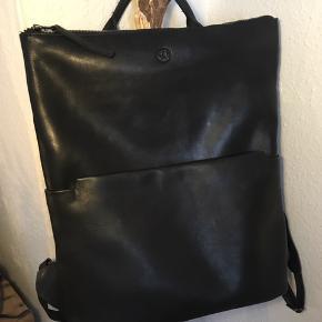 """Fed rygsæk fra Still Nordic - kun brugt et par gange....Med polstret """"lomme"""" til bærbar i ryggen 👍"""