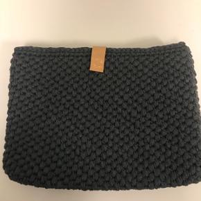 Hjemme hæklet computertasker, kan hækles i flere forskellige farver og størrelser.
