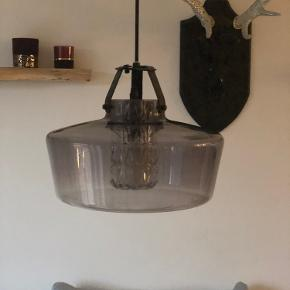 Super fed lampe fra Design By Us.  Nypris 4500,- Mp 2700,- Kan afhentes i Smørum