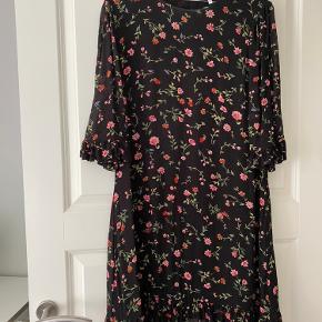 Læker ganni kjole  Np 1200 Mp 400  Køber betaler selv fragt  Fra ikke ryger hjem