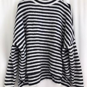 Oversize sweater.