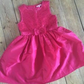 Bluezoo kjole str 128 -fast pris -køb 4 annoncer og den billigste er gratis - kan afhentes på Mimersgade 111 - sender gerne hvis du betaler Porto - mødes ikke andre steder - bytter ikke