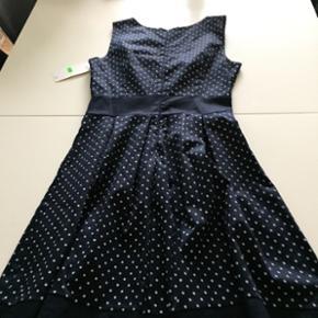 kjole med fin bæltedetalje  - aldrig brugt   Str S/m