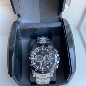 Helt nyt og tidløst ur fra Festina i modellen Chrono Bike. Uret er med sort skive og kommer i original æske.   Det er aldrig brugt så kom med et realistisk bud