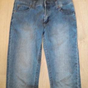 Lækre cowboybukser i strækbart materiale. Str. 27/32. Zip low mahmud medium. Brugt/vasket enkelt gang.