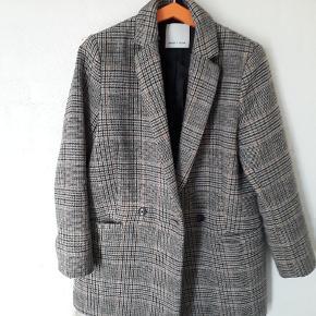 Samsøe uld jakke brugt som vinter jakke på mindre kolde dage kun brugt få måneder