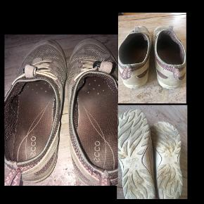 Lækre sko med elastik snørebånd.   Indv. sål 24cm  Er ikke tunge  Har div. brugsspor/misfarvning , ellers fine.