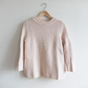 COS sweater 100% cotton.  The color is a lovely very light dusty rose. The knit is pretty thick and it drapes very nicely. The fit is true to size (I am 163 and usually wear S) and the sleeves are 3/4.  #30dayssellout