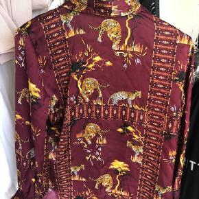 Flot satin skjorte fra Vero Mora str M. Brugt få gange