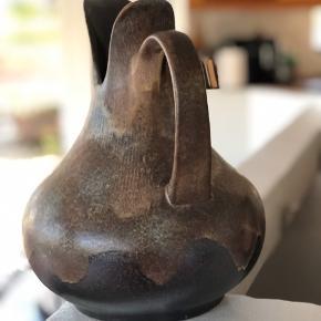 """STOR og fantastisk flot keramikvase fra tyske Dumler & Breiden. Den eftertragtede og såkaldte """"fischmaul"""" vase. I topstand og uden skader og skår. Højde 30cm Omkreds 74cm"""