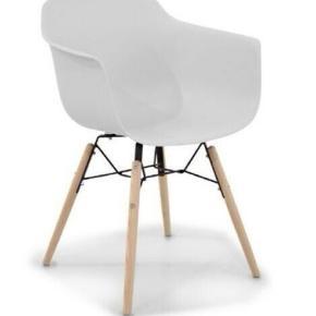 4 super fine spisebordsstole, fejler absolut ingenting. Nypris pr. stol 899kr  Min pris pr. stol 350kr Sælges kun samlet