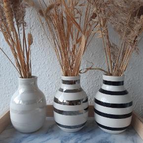 3 stk. små vaser fra Kähler i sort, sølv og perlemor. Sælges for 50kr stk.  Kan afhentes i Bagsværd eller sendes med DAO på købers regning 😊