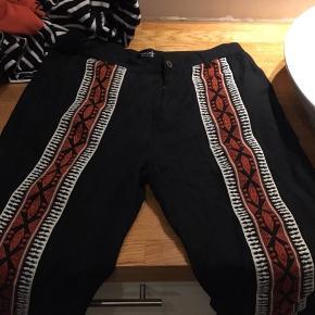 Sælger disse møg fede bukser fra Zara, da jeg ikke får dem brugt - fitter en højde på 175-180 og L :)
