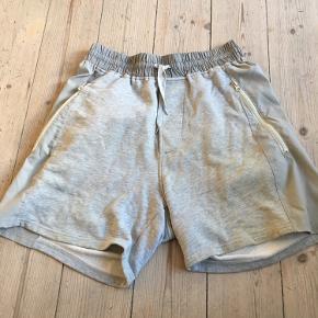 Acne studios Arnold shorts fra ss13   Brugte men stadig god stand - der et lille hul bagpå)   Str M   Sælges for 400