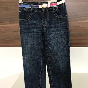 Nye Tommy Hilfiger jeans str. 2 år Kan justeres i livet  Prisen er excl. porto Bemærk, mine priser er faste. Handler gerne mobilepay på 26810990