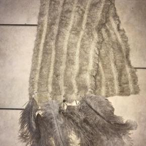 Fint tørklæde fra Buch , brugt 1 gang men det er ikke mig ... ny pris 800.-   Sælges til 350,-