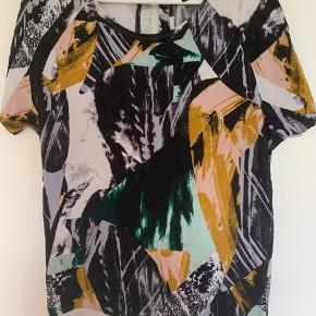 Fin style fra Selected Femme. Størrelse 36 - brugt meget lidt.  BYD gerne og skrive endelig, hvis flere billeder ønskes.
