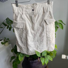 Paperback nederdel med store lommer fra HM. Brugt ganske få gange.   #trendsalesfund