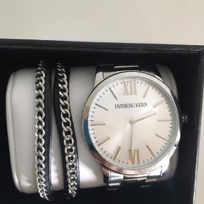 Værdi 1500kr. Armbånd og ur i original emballage. Uret er brugt to gange, armbånd aldrig brug. Fremstår som nyt