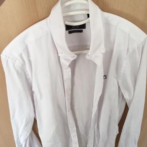 NERO hvid skjorte i Slim Fit. Str 37/38 Brugt 1 gang