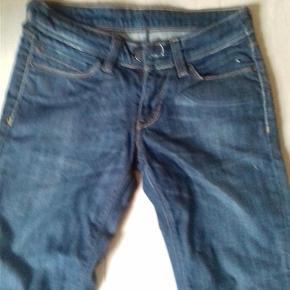 """Varetype: jeans Størrelse: 27""""/32"""" Farve: blå Prisen angivet er inklusiv forsendelse.  superflotte brugte jeans fra levis  ingen fejl og mangler   sælges for 125 incl forsendelse"""