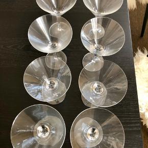 8 martiniglas fra Villeroy & Boch.  Kun brugt få gange - ingen skår eller lign. Er som nye.  Kun afhentning/mødes og handle (København S/K)