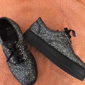 Kanon flotte sneakers fra Even&odo  Aldrig brugt.... Et fejl køb, sælges derfor billigt.....😀