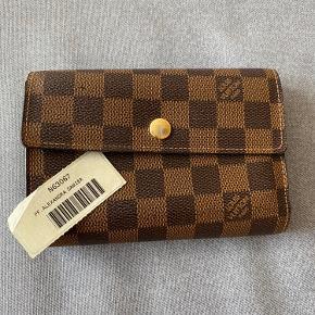Ægte Louis Vuitton pung. Navn: Alexandra Damier. Nypris var minimum 3500kr. Har ikke kvittering. BYD gerne