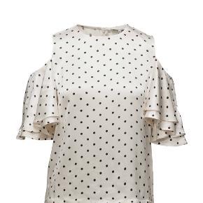 Super fin Ganni bluse med flotte ærmer. Er brugt meget få gange.  Nypris er 1499.  Afhentes i Århus, ellers sender jeg gerne😊 (køber betaler fragt)  Den falder rigtig pænt, og kan sagtens passes af en 38 også😊