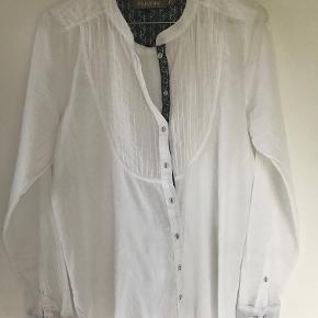 Plus Fine skjorte i hvid med stolpe i blå 100 % cotton KUN brugt få gange
