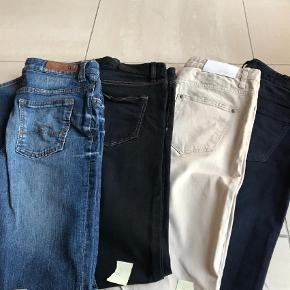 "Varetype: Slim Størrelse: 29/34"" Farve: Blå  Slim fit jeans, næsten som ny.  1. Vero Moda, str 29/34 2. Inwear, str 29/34 (slim Citya) 3. Inwear, str 29/34 (pen-oppi) med slideffekt 4. Inwear, str 29/34"
