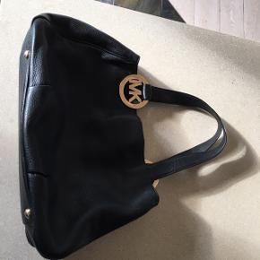Super lækker stor taske skinnet fejler intet! Knappen se billede, er der lidt riser  Ny pris omkring kr 2800