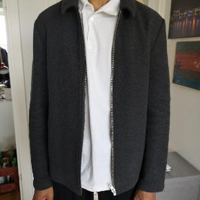 Sælger denne overgangs herre jakke, passer godt til en på 190 eller deromkring. Kom glad med bud 🤙🏻