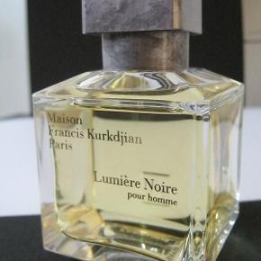 "Brand: Maison Francis Kurkdjian Varetype: Ny ""Lumière Noire homme"" EDT Parfume Størrelse: 70ml Oprindelig købspris: 1250 kr"
