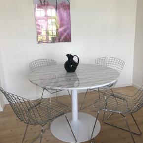 4 stk. Knoll lignende spisebordsstole i tråd metal sælges. 1800kr Afhentes.