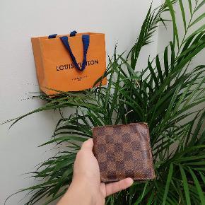 Louis Vuitton damier pung  Nypris 3000kr Cond 8 800kr