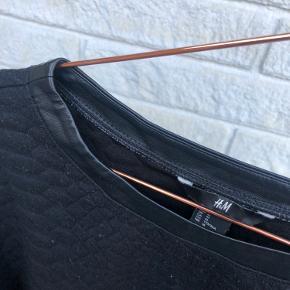 Man kan godt se at trøjen er blevet vasket en del gange ✨ Sælges derfor billigt!