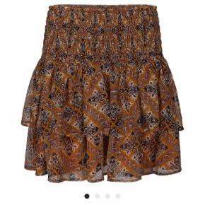 Helt ny smyk nederdel fra nyeste kollektion.   Str m   Nypris 799