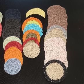 Home made Makeup rondeller Kan vaskes igen og igen  2 str. Svarende til vat rundeller Bllde 100% bomuld nogle med bambus bommuld andre lidt grovere som kan anvendes til skrub. 5kr stk