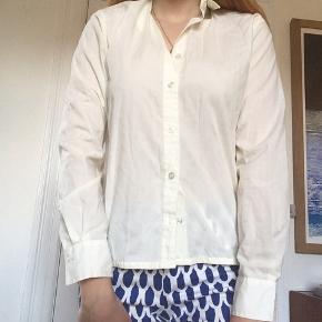 Pæn creme/hvid skjorte (vintage) ⚡️