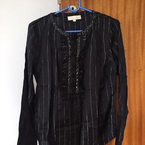 Fin sort skjorte med perler. Aldrig brugt