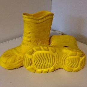 Fine gummistøvler fra crocs, str 2-4 =  33/34. (Bred model)