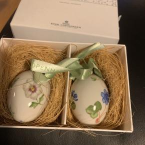 Royal æg i original æske med rede og bånd  1 sortering -sælges kun samlet  2007 hvid stedmoder /blå anemone (1249 475) Sender + Porto 45 kr gls