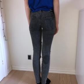 Calvin Klein mid-rise skinny jeans Size: 25/32 Condition: There is a stain behind the back of the right leg, otherwise as good as new