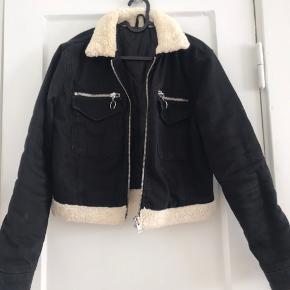 Topshop jakke, kort.   Byd :)