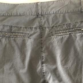 Højtaljede jeans med smalle ben i lækker blød kvalitet.