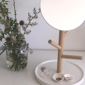 BYD!!!   Sælger dette spejl Er fra IKEA og kostede 300 kr der  Mp er 100 kr